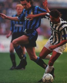 Inter Milan 3 Juventus 1 in Oct 1992 at the San Siro. Igor Shalimov challenges Roberto Baggio in Serie A.
