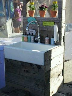perfect sink for an outdoor living space or garden area Outdoor Garden Sink, Outdoor Potting Bench, Outdoor Sinks, Outdoor Gardens, Outdoor Living Areas, Outdoor Spaces, Outdoor Projects, Garden Projects, Barn Sink