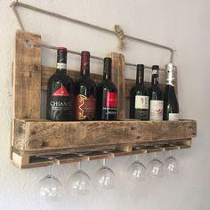 Portabottiglie e porta bicchieri con pallet riciclato.
