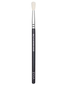 ZOEVA Eyeshadow Brush: Natural-synthetic hair blend | Applies and blends eyeshadow in the crease | For perfect transitions | Order online! #ZOEVA