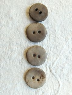 Ceramic buttons Set of 4 unique smoked fired par CouleursDeTerre