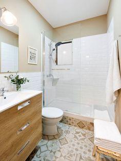 Una casa encantadora y bien aprovechada Bathroom Renos, Bathroom Makeover, Girls Bathroom, Shower Room, House Organisation, Small Bathroom, Bathroom Flooring, Bathroom Shower, Bathroom Decor