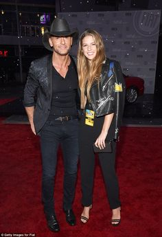 Tim McGraw takes out his pretty singer daughter to the AMAs Country Love Songs, Country Music Videos, Country Singers, Country Style, Sports Celebrities, Celebs, Tim Mcgraw Family, Tim And Faith, Tim Mcgraw Faith Hill