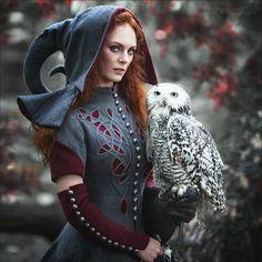 "Märchenhafter Wollmantel ""Gebrüder Grimm"" und Mittelalter Kapuze ""Rotkäppchen""   Fotografin: Karewa Margarita https://vk.com/oxota_margo Modell: Anna Wesna"