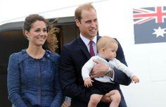 El príncipe George de Cambridge ha compensado sus escasas apariciones públicas de sus primeros meses de vida con un montón de ellas en su primer viaje oficial a Nueva Zelanda y Australia: en los aeropuertos, en una sesión de juego con otros bebés, en el zoo como un Príncipe valiente, de hola.com