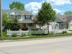 i love this landscape idea between the picket fence u0026 street adds so much interest