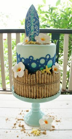 Love this surf board/Hawaiian Cake Fancy Cakes, Cute Cakes, Pretty Cakes, Beautiful Cakes, Amazing Cakes, Beautiful Birthday Cakes, Fondant Cakes, Cupcake Cakes, Surf Cake