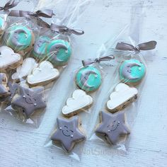 Mini chocolate chip Twinkle twinkle little ⭐️ #twinkletwinklelittlestar #clouds #moon #twinkletwinklelittlestarcookies #babyshower #natsweets