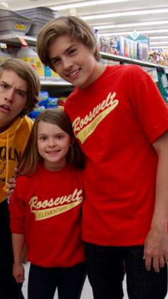 ♥ ️♥ ️♥ teen twin dylan and cole sprouse в 2019 г. Dylan Sprouse, Sprouse Bros, Cole Sprouse Hot, Cole Sprouse Funny, Cole Sprouse Jughead, Zack And Cody Funny, Zack Et Cody, Memes Riverdale, Riverdale Archie