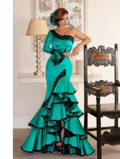 Spanish style – Mediterranean Home Decor Flamenco Costume, Flamenco Dancers, Spanish Dress Flamenco, Dance Dresses, Prom Dresses, Flamenco Dresses, Ballroom Dress, African Dress, African Fashion