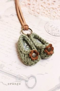 crochet mini shoes