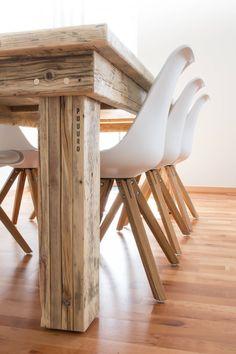 Heute zeige ich euch das Esszimmer unserer neuen Wohnung mit einem ganz besonderen Esstisch von PUUURO aus Oldenburg als Herzstück.