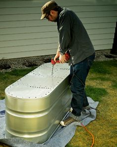 garden boxes Are you looking for an easy way to get your garden started Galvanized bins make handy planters and they are pretty cool looking too. Best of all, this DIY project is one you can easily complete over a weekend. Galvanized Trough, Trough Planters, Diy Planters, Garden Planters, Raised Garden Beds, Raised Beds, Raised Gardens, Metal Garden Beds, Above Ground Garden