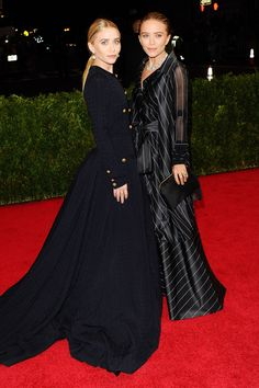 Ashley Olsen in a vintage Chanel long sleeve black gold buttoned dress, Mary-Kate Olsen in a vintage Gianfranco Ferré long sleeve black white striped dress. Met Ball 2014. Photo: PA. #black_dress