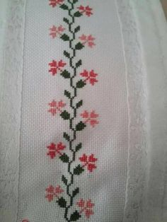 Towel with Cross-Stitch Xmas Cross Stitch, Cross Stitch Rose, Cross Stitch Borders, Cross Stitch Flowers, Cross Stitch Designs, Cross Stitching, Cross Stitch Patterns, Diy Embroidery, Cross Stitch Embroidery