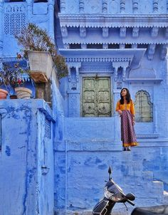 An essential guide to the blue city of Jodhpur, India. Read our favorite palaces and places of interest in the blue city of Jodhpur! Jaisalmer, Udaipur, Jodhpur, Weather In India, Indian Aesthetic, Blue Aesthetic, India Street, Backpacking India, Incredible India