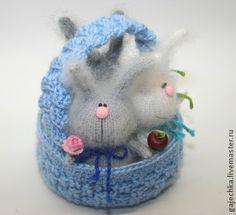 Лукошко зайцев - лукошко,корзина,корзинка,заяц,зайцы,цветок,ромашка,цветы