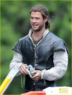 First Look At Chris Hemsworth And Jessica Chastain On The Set Of THE HUNTSMAN