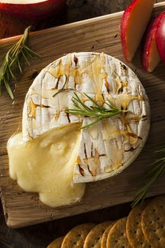 Honey And Rosemary Baked Brie FULL RECIPE HERE Baked Cheese Recipe baked cheesecake recipe easy baked cheesecake recipe baked mac & cheese. Baked Brie Appetizer, Hot Appetizers, Appetizer Recipes, Snack Recipes, Cooking Recipes, Potluck Recipes, Baked Brie Recipes, Herb Recipes, Baked Cheesecake Recipe