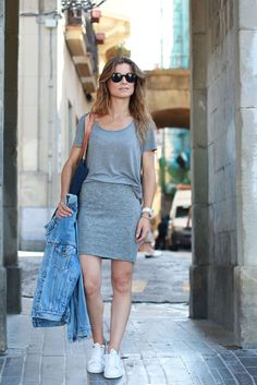 Un look total gris con Stan Smith - Total grey with sneakers.