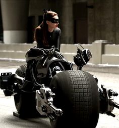 Anne Hathaway Catwoman In A Black Corset Batman The Dark Knight The Dark Knight Trilogy, The Dark Knight Rises, Batman The Dark Knight, Anne Hathaway Catwoman, Harley Davidson, Motos Honda, Batman And Catwoman, Batgirl, Real Batman