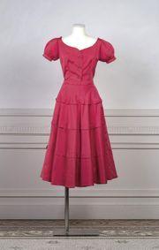 Schiaparelli Haute Couture Circa 1948 1949 Ensemble De Cocktail En Reps De Soie Rose Shocking Compose D Un Idee Couture Haute Couture Idees Vestimentaires