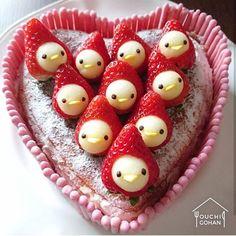 ouchigohan.jp 2018/01/12 15:48:41 delicious photo by @nao2748  とってもかわいいイチゴが印象的な @nao2748 さんのストロベリーチーズケーキバレンタインデーまで1か月以上ありますが、何事も早めが一番ということでつくられたそうですよ(笑) 手作りベイクドチーズケーキの上に飾られたキュートなイチゴのお顔にはフジリンゴが✨✨周りはイチゴポッキーで飾り付け‼まねしてみたいアイデアがいっぱいのケーキ今年のバレンタインにいかがでしょうか(^-^)/ --------------------------- ◆#デリスタグラマー #delistagrammer  を付けて投稿すると紹介されるかも!スタッフが毎日楽しくチェックしています♪ . [staff : mico] --------------------------- #ouchigohan #いつものいただきますを楽しく #おうちカフェ #おうちごはん #instafood #暮らし #foodpic #onthetable #onmytable #foodporn…