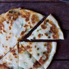 5 Ingredients: Garlic and Shallot Skillet Bread