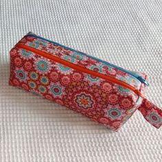 Trousse Zip-Zip à rosaces cousue par Nadeige - Patron Sacôtin