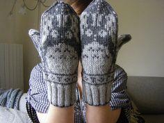 Moufles Totoro 002 by katele, on Ravelry Totoro, Wool Socks, Knit Mittens, Ravelry, Textile Fiber Art, Free Pattern, Knitting Patterns, Knit Crochet, Geek Stuff
