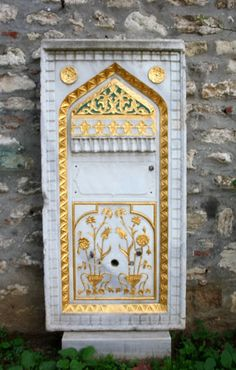 OĞUZ TOPOĞLU : topkapı sarayı çeşme, selsebil, bahçe düzenleme es... Stone Fountains, Drinking Fountain, Ancient Buildings, World's Most Beautiful, Ottoman Empire, Istanbul Turkey, Arabesque, Art And Architecture, Wall Tiles