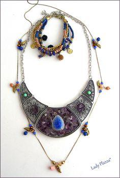 Collier-plastron Agate mauve/Céramique bleue - Sautoir à breloque - Bracelet pompons et perles : Collier par ladyplazza Mauve, Agate, Lady, Jewelry, Fashion, Pom Poms, Beads, Unique Jewelry, Necklaces