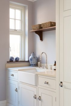 The Wilton house project is a family home through and through and the utility had to be a functional space. For example an artisan shelf sits above the sink to house towels out of the way. #humphreymunson
