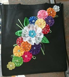 Patchwork Cushions Tutorials 15 Ideas The Effective Pictures We Offer You About DIY Fabric Flowers decor A quality picture can tell you many things. Embroidery Patterns, Hand Embroidery, Quilt Patterns, Sewing Patterns, Cloth Flowers, Fabric Flowers, Fabric Bags, Fabric Scraps, Burning Flowers