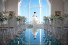 空の碧さが純白のドレスの美しさ引き立たせてくれます。|ウェディングフォト|ブライダルフォト|Paseo Bridal http://www.onuki.tv/bridal