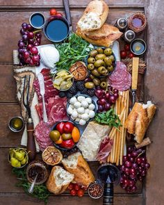 Cheese display ideas antipasto platter 36 Ideas for 2019 Charcuterie And Cheese Board, Charcuterie Platter, Antipasto Platter, Cheese Boards, Cheese Board Display, Mezze Platter Ideas, Antipasti Board, Tapas Platter, Charcuterie Display