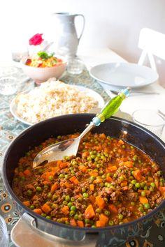 Bazela wo roz- Libanesisk gryta - ZEINAS KITCHEN Chili, Salsa, Curry, Soup, Ethnic Recipes, Kitchen, Food Ideas, Drinks, Cilantro