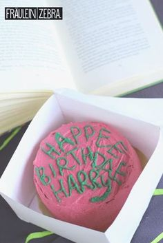 A belated birthday greeting to my childhood heroes - Harry Potter& Birthday Cake - Belated Birthday Greetings, Birthday Tags, Happy Birthday Cards, Birthday Greeting Cards, Birthday Presents, 21st Birthday, Birthday Ideas, Harry Potter Torte, Harry Potter Bday