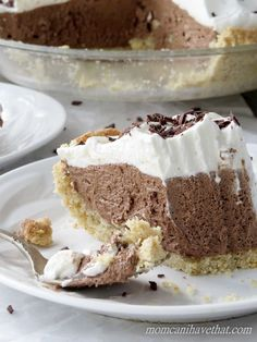 Low Carb French Silk Pie is 4 net carbs per serving. This low carb dessert has a delicious gluten free walnut pie crust! This pie recipe is low carb, gluten-free, keto, THM compliant! Keto Desserts, Low Card Desserts, Desserts Sains, Keto Friendly Desserts, Sugar Free Desserts, Dessert Recipes, Brownie Recipes, Dessert Ideas, Sugar Free Pecan Pie