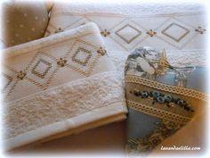 Lavanda e Lillà: Asciugamano con Tutorial Swedish Weaving, Cross Stitch Patterns, Coin Purse, Decorative Boxes, Towel, Crafty, Embroidery, Sewing, Embroidered Pillows