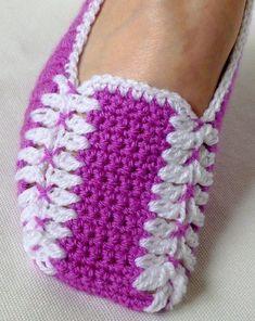 Ravelry: New Granny Slippers pattern by Crochet- atelier Easy Crochet Slippers, Crochet Slipper Pattern, Crochet Socks, Crochet Stitches, Free Crochet, Knit Crochet, Crochet Patterns, Knit Slippers Free Pattern, Men's Slippers