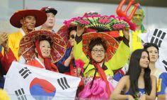 Coreanos alentando a su selección nacional en Brasil 2014