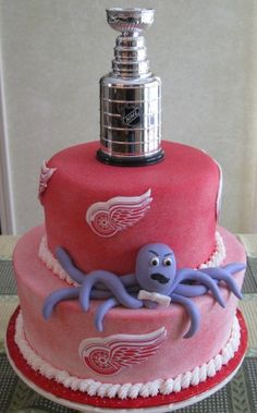 Detroit Red Wings Hockey Cake, this is too cute! Detroit Hockey, Detroit Sports, Hockey Birthday Parties, Birthday Ideas, Hockey Wedding, Hockey Cakes, Hockey Room, Red Wings Hockey, Gateaux Cake