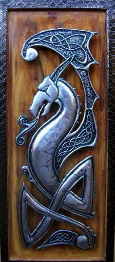Dragão Celta - Arte decorativa em latonagem.