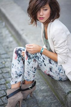 printed pants, ankle booties, white blazer (plus that haircut is just perfection!)