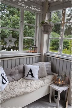Kukkaiselämää - My Flowering Life Chalet Interior, Interior Design, Closed In Porch, New Kitchen Doors, Three Season Room, Sunroom Decorating, Porch Garden, Outside Patio, Rustic Cottage