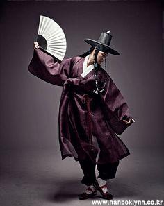 Dancing male in Hanbok, Dopo.