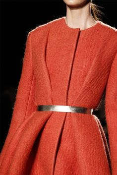 Tendencia: Belted Coats - Cranberry Chic