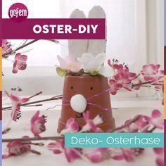 Dieser Deko-Hase aus einem Blumentopf sorgt nicht nur für jede Menge Osterstimmung, sondern eignet sich auch super als originelles Versteck für Ostereier und Co. Damit sind strahlende Kinderaugen garantiert. #ostern #bastelnmitkindern #diy #deko #tischdeko #osterhase Diy Inspiration, Flower Pots, Flowers, Super, Beautiful Homes, Home Decor, Rabbit Ears, Fake Flowers, Easter Bunny
