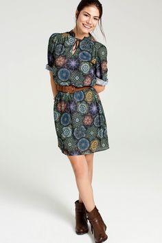 Demet'in seçtiği 70'lerden ilham alan bu desenli elbise, tam da sonbahardaki güneşli bir gün için! #DemetÖzdemir #FreshCompany